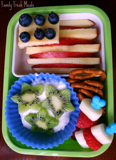top down photo fo the Bento Love: Stars & Stripes 4th of July Lunchbox idea