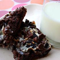 Gooey Joe-Joe's Cookies & Cream Chocolate Cake Bars