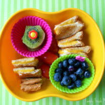 Bento Love: Grilled Cheese Squares & Fruit