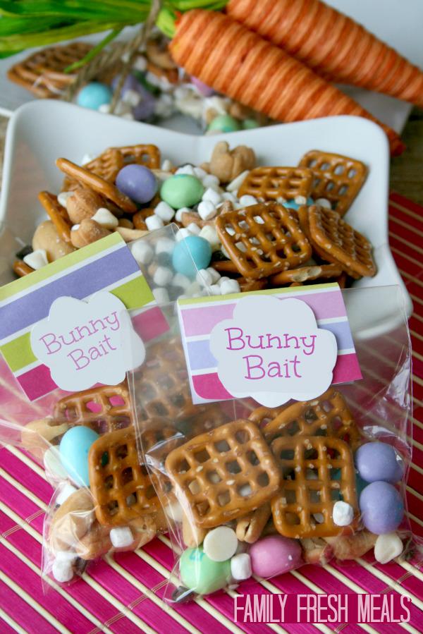 Bunny Bait Easter Recipe - Family Fresh Meals #easter #snack #treat #bunnybait #funfood #familyfreshmeals via @familyfresh