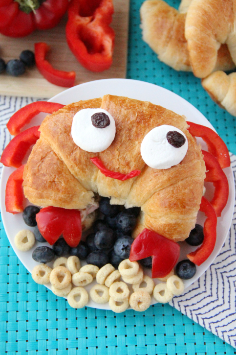 Cute Sandwich Idea for the Summer - FamilyFreshMeals.com - That's where you will find this cute sandwich idea I created for the guide!  Head on over to get the quick and easy direction on how to make this adorable sandwich. Mr. Crab will surely bring lasting lunch smile to your kiddo's face.