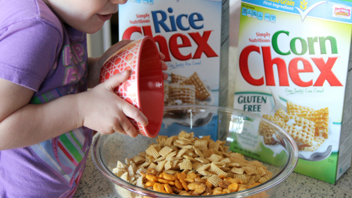 You are going to LOVE this Summer Snack: Beach Ball Chex Mix -FamilyFreshMeals.com