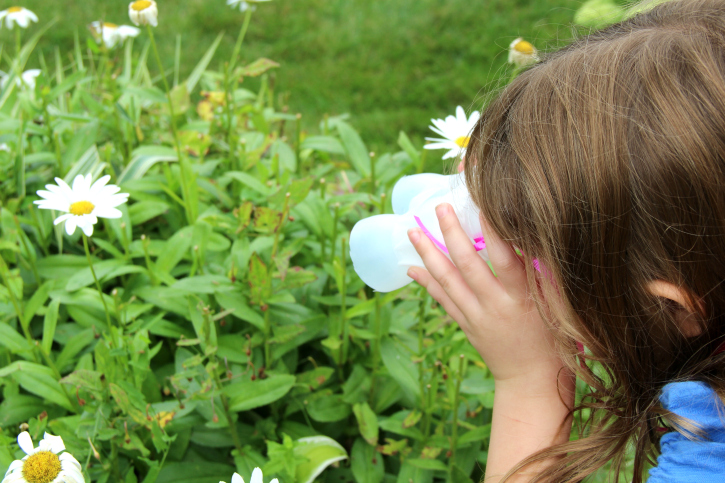 Outdoor Scavenger Hunt - with diy binoculars - FamilyFreshMeals -