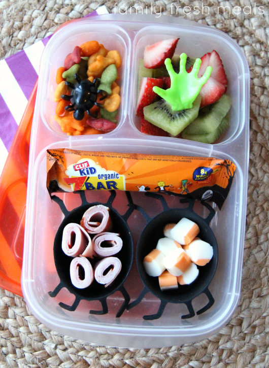 Fun Halloween Lunch Box Ideas - spider lunch - FamilyFreshMeals.com
