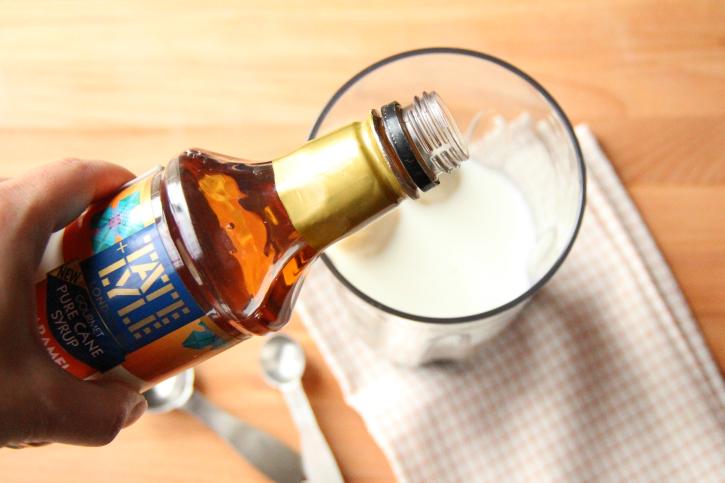 pouring caramel syrup into smoothie mixer