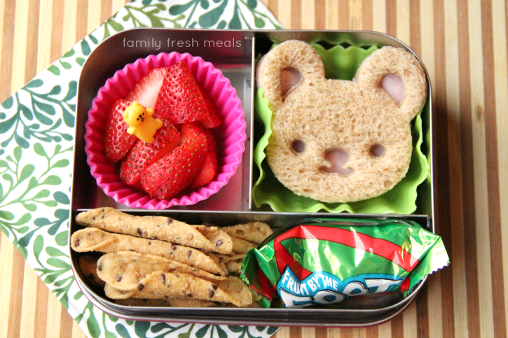 week 20 fun lunchbox ideas - easy and fun bear sandwich - familyfreshmeals.com