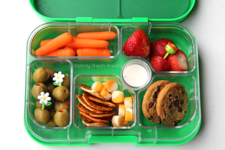 week 20 fun lunchbox ideas - finger food yum box - familyfreshmeals.com