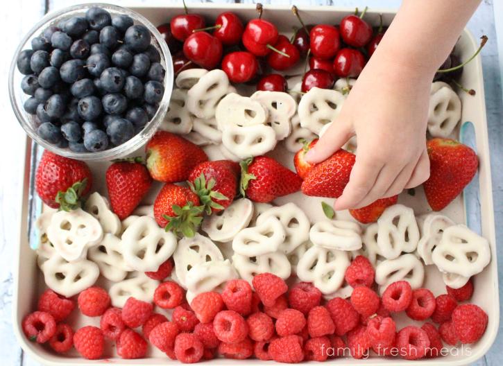 Easy Flag Fruit Dessert - Family Fresh Meals ---