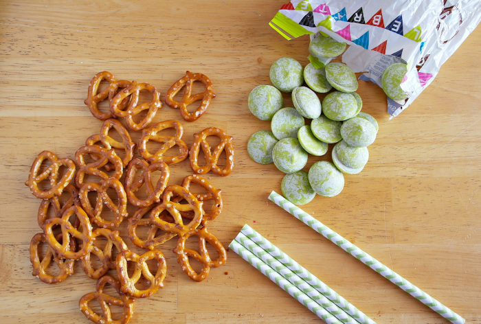 shamrock pretzels - chocolate candy melts and pretzels