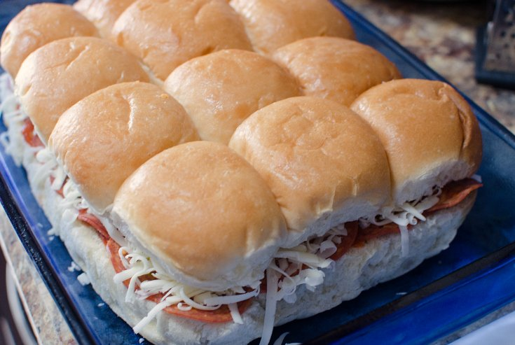 pizza sliders - familyfreshmeals.com