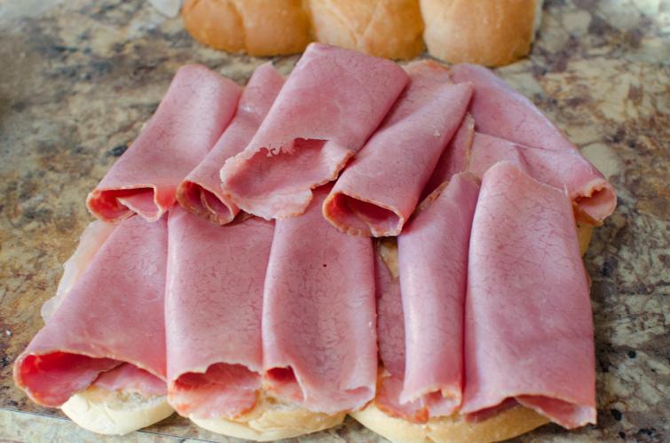 Reuben Sliders Recipe - Deli corned beef slices on buns