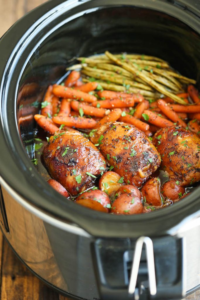 Set it Forget it Easy Crockpot Recipes - Slow Cooker Honey Garlic Chicken cooked in a crockpot