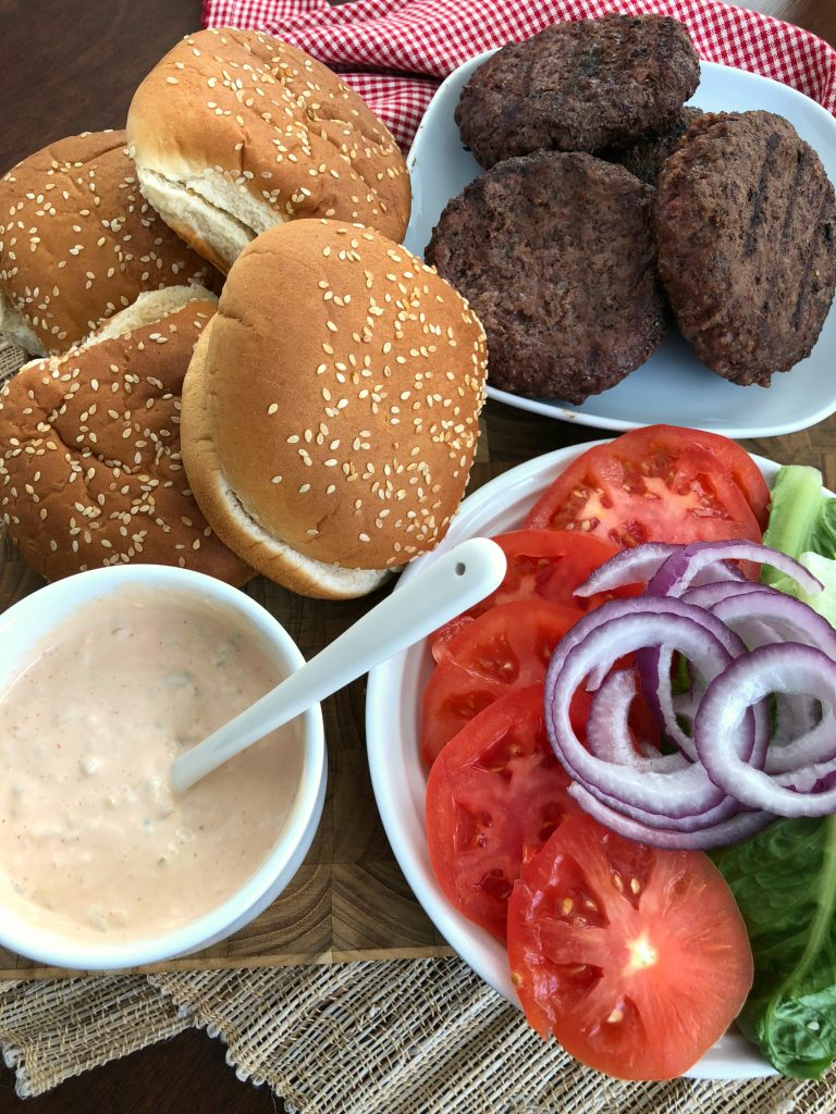 Come Back Burger Sauce Recipe - Buns, hamburgers, onions, tomatoes and burger sauce
