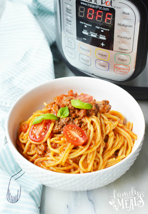 Instant Pot Spaghetti Dinner Recipe - How to make a spaghetti instant pot meal! Family Fresh Meals