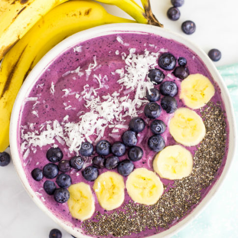 Blueberry Muffin Smoothie Bowl - Family Fresh Meals