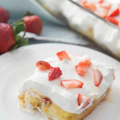 No Bake Strawberry Twinkie Cake Recipe - Family Fresh Meals