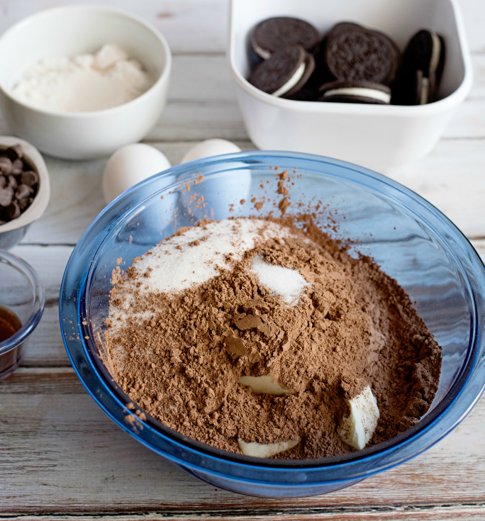 Oreo Stuffed Brownies - Dry ingredients in glass bowl