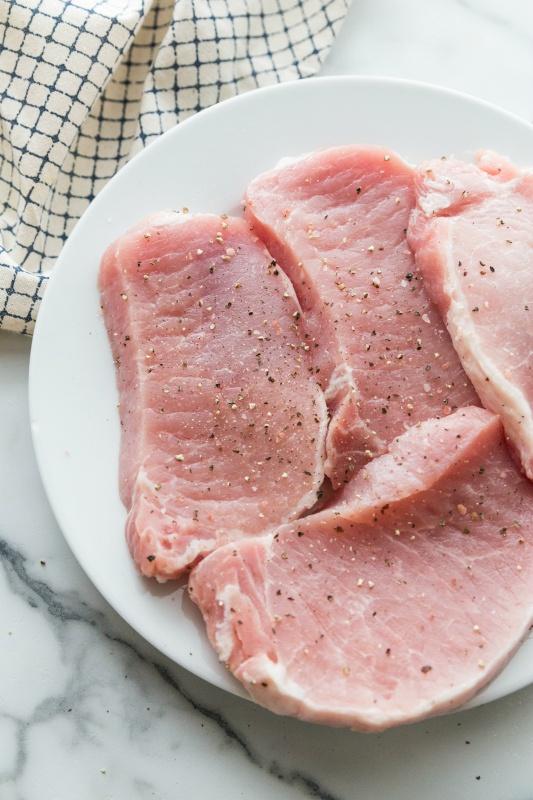 4 raw pork chops, seasoned with salt and pepper