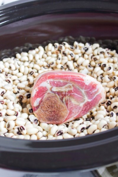 ham hock and black eye peas in a slow cooker