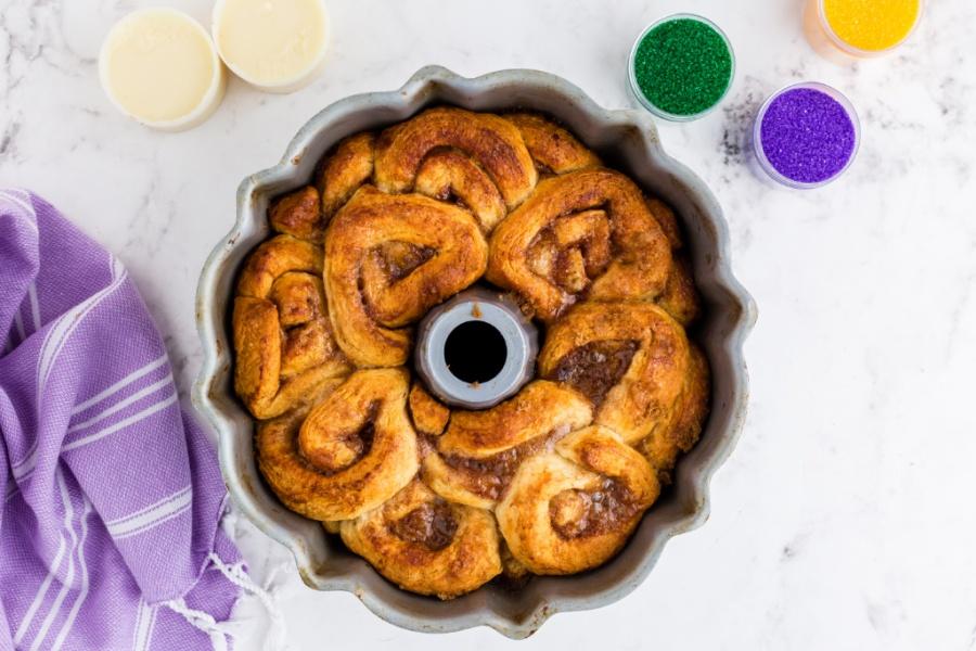 cooked cinnamon rolls in bundt pan