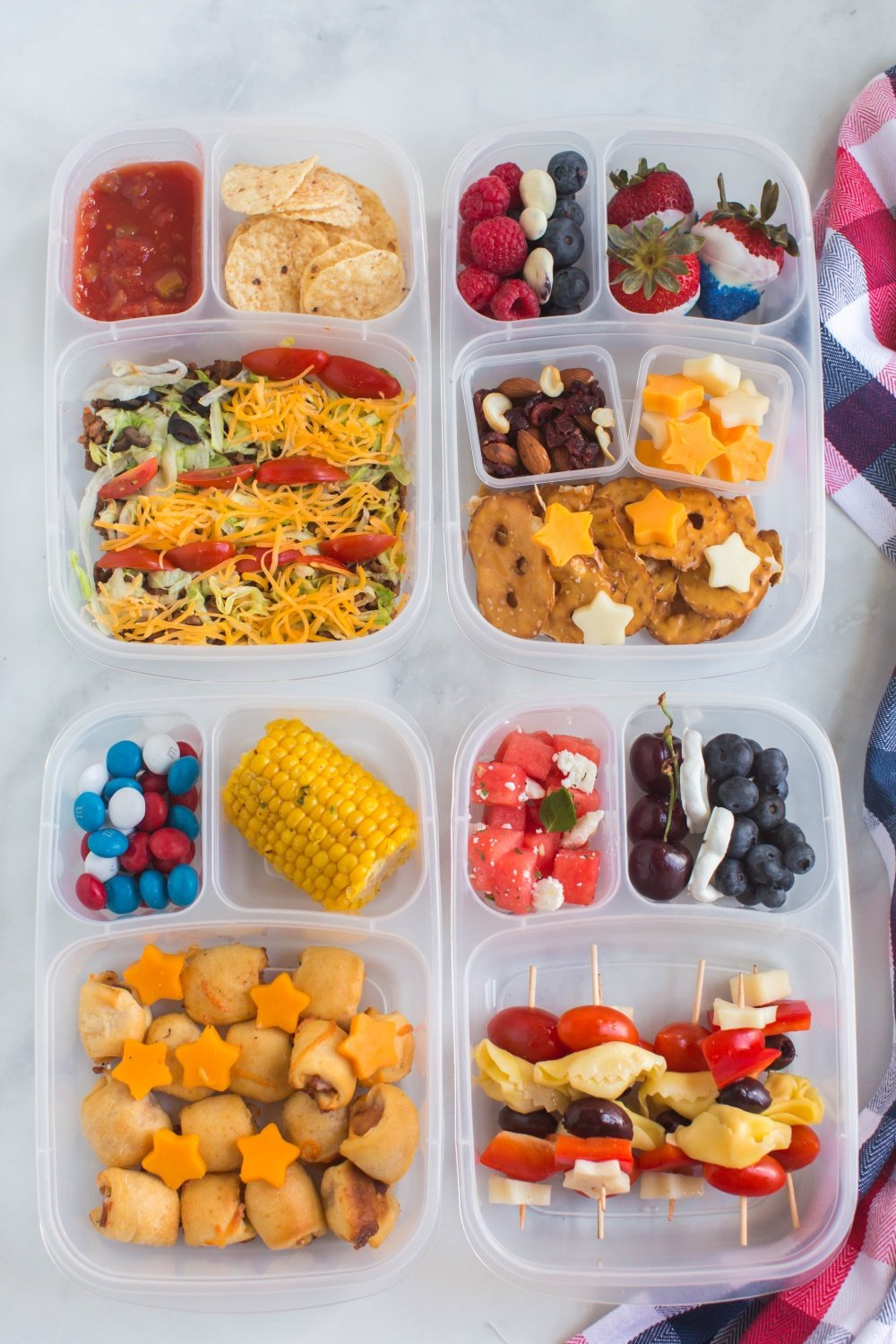 This fun 4th of July Lunchbox Ideas are great for summer camp, memorial day or just any old day that needs brightening up! via @familyfresh