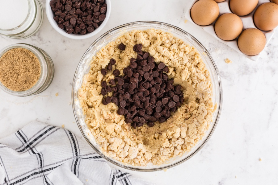 adding chocolate chips to cookie batter